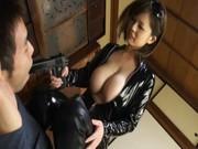 【巨乳】つなぎ姿の巨乳がかなりエロい!ドスケベ痴女のおっぱい動画!