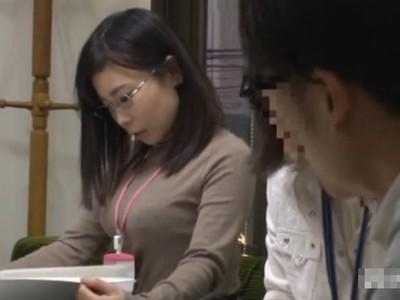 あいつ、いいオッパイしてるなー・・・普段は地味な同僚が実は隠れ巨乳だと判明した結果w
