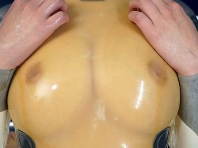 ラバースーツでピチッとなったおっぱいがエロい美巨乳娘のフェチ着衣SEX!【鈴木心春】