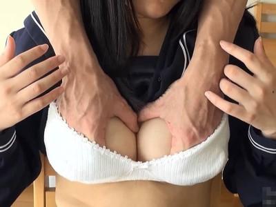 スポブラに手を突っ込まれて巨乳を飽きるまで揉みしだかれる黒髪JKのおっぱい動画w