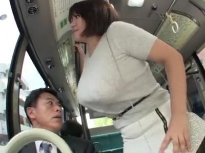 おっぱいが迫ってくるー!バスでよろけたフリをしてボインを当ててくる爆乳痴女の逆痴漢動画w