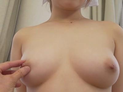乳首の感度はどうかなっと…色白美乳を丹念にチェックされる美少女家政婦さんの全裸面接w