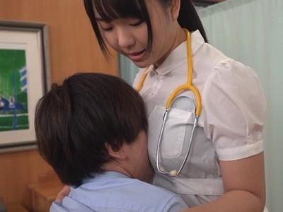 仕事中につい当てちゃう着衣巨乳がエロすぎーw大きな胸で患者を興奮させまくりなナースさん!
